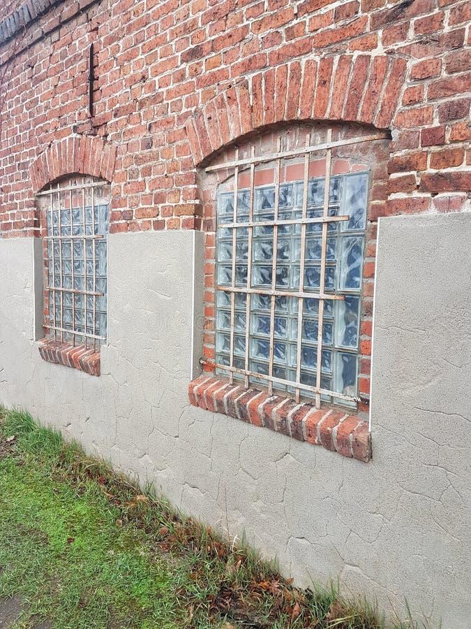 Muur en glasvensters royalty-vrije stock afbeeldingen