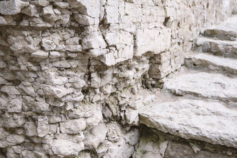 Muur en stappen van een oude vesting stock foto