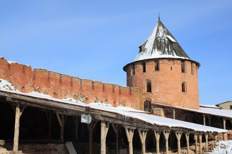 Muur en toren van het Kremlin, Veliky Novgorod stock foto's