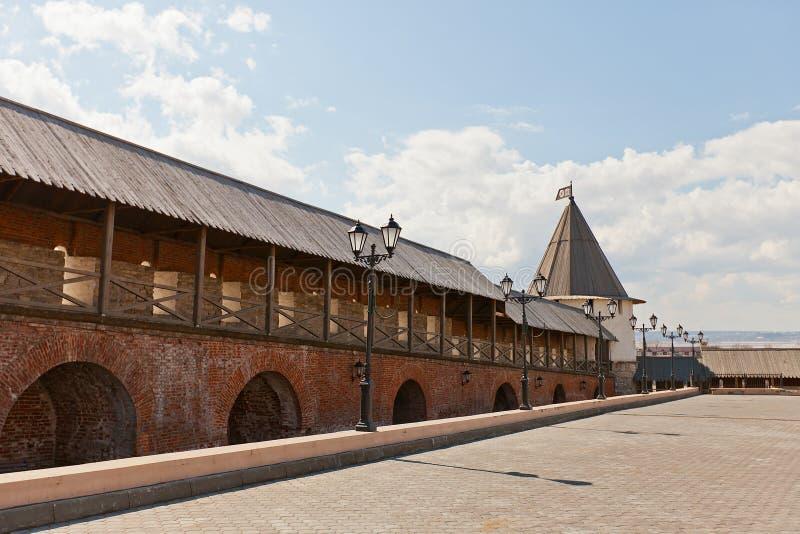 Muur en Zuidwestentoren (XVI c ) van Kazan het Kremlin, Rusland royalty-vrije stock foto