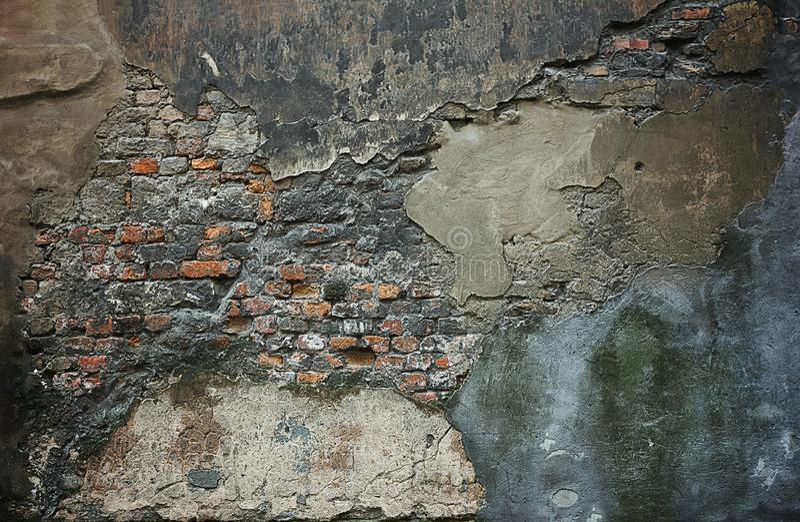 Muur met vlekken en gepeld pleister stock afbeelding