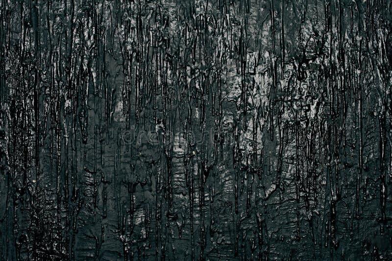 Muur met zwarte stromende verf, kunstachtergrond royalty-vrije stock fotografie