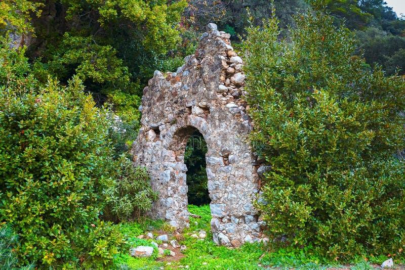 Muur van de oude stad van Olympos ruïnes Turkije stock foto's
