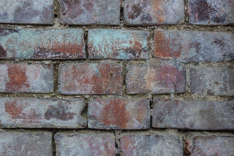 Muur van een dilapidated baksteen royalty-vrije stock afbeeldingen