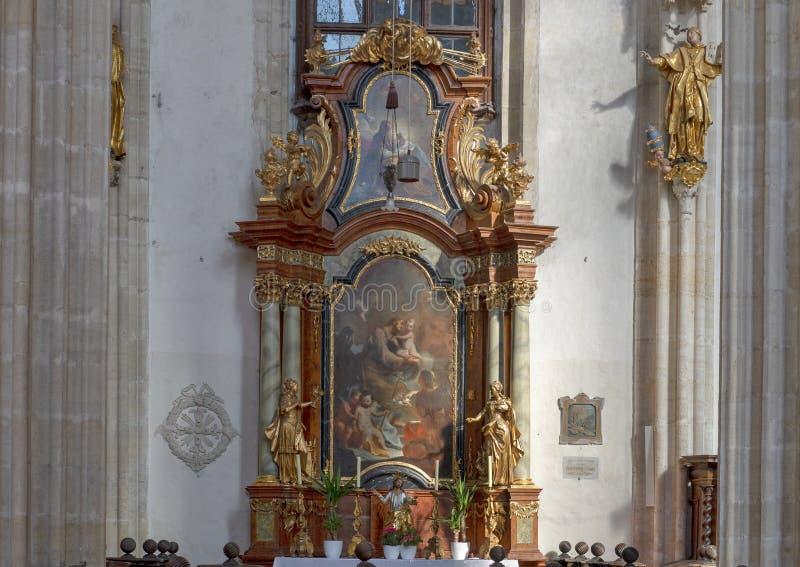 Muur van het altaar de noordelijke schip met het schilderen Saint Joseph, Binnenlandse Piarist-Kerk, Krems op de Donau, Oostenrij royalty-vrije stock foto