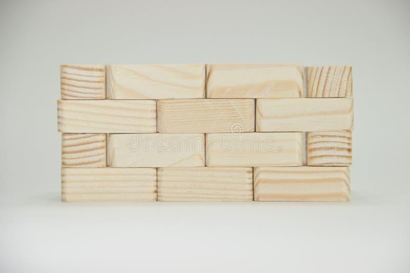 Muur van kleine houten bakstenen royalty-vrije stock afbeelding
