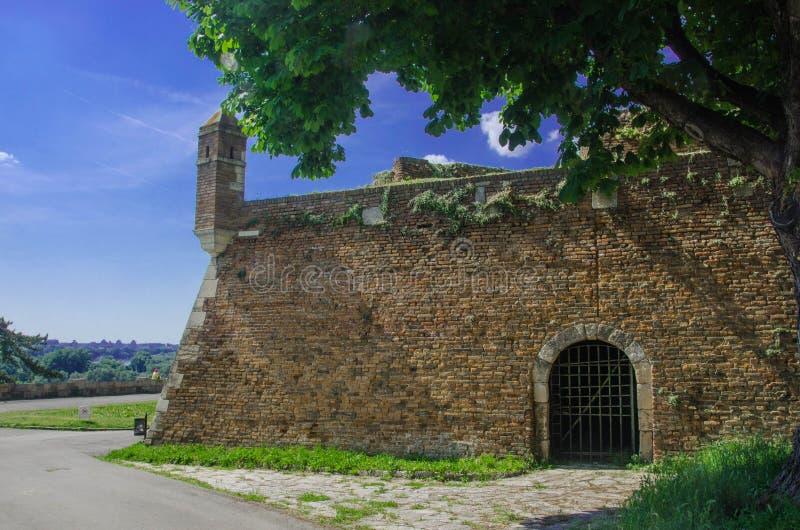 Muur van oud kasteel royalty-vrije stock afbeeldingen