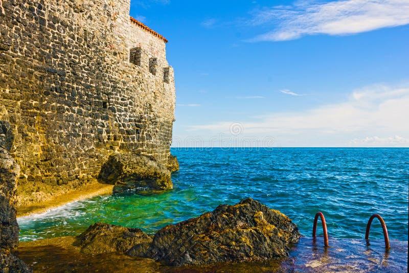 Muur van oude stad van Budva, Montenegro, Adriatische overzees stock afbeelding