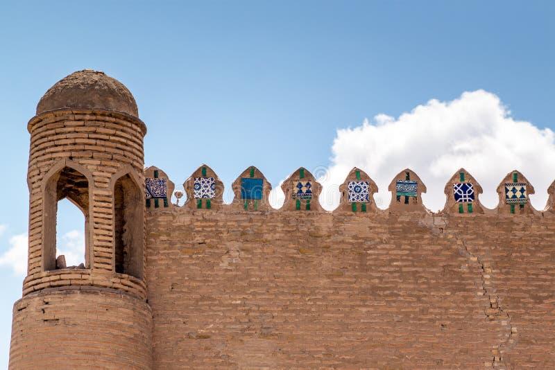 Muur van oude vesting in Khiva stock foto's