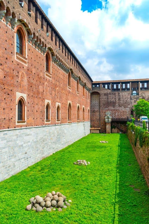 Muur van Sforza-Kasteel Castello Sforzesco in Milaan, Italië royalty-vrije stock foto