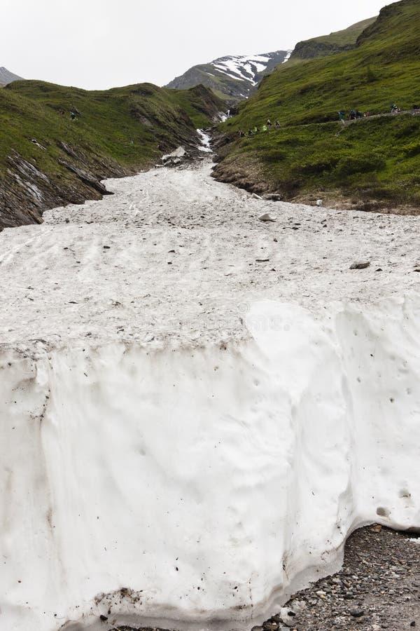 Muur van sneeuw in Koednitz-Vallei, Oostenrijk stock foto's