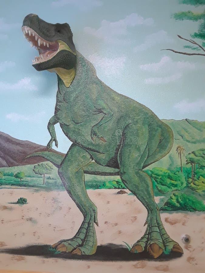 Muurdinosaurus het hoofd schilderen stock fotografie