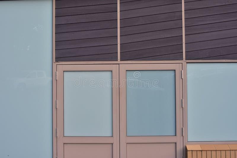Muurruiten van de commerciële bouw stock afbeeldingen