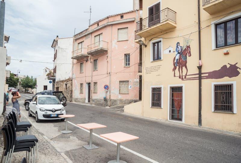 Muurschilderij, murales in Oliena, de Provincie van Nuoro, eiland Sardinige, Italië stock fotografie