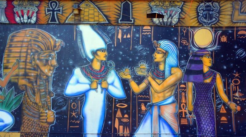 Muurschildering van Egyptische goden stock afbeeldingen