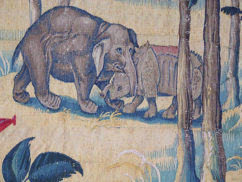 Muurtapijtwerk van Olifant en Rinoceros royalty-vrije stock afbeeldingen