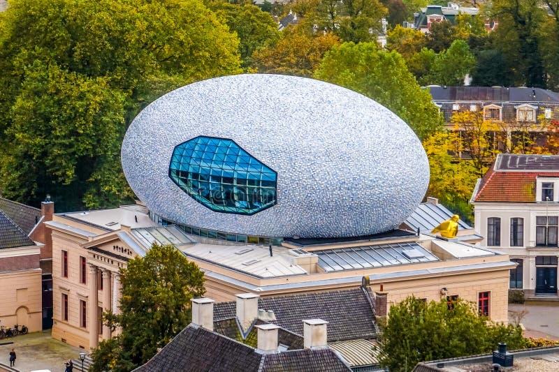 Muzealny De Fundatie jest muzeum dla wizualnych sztuk w Zwolle z nim unikalny jajko kształtująca struktura na dachu zdjęcie royalty free