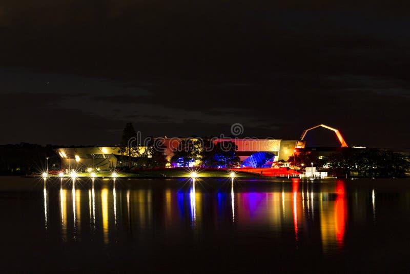 Muzeum Narodowe Australia w błękicie, bielu i czerwieni, fotografia royalty free