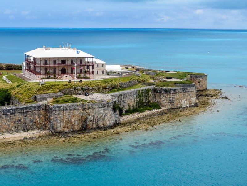 Muzeum Narodowe Bermuda spojrzenia out nad Atlantyckim oceanem zdjęcie stock