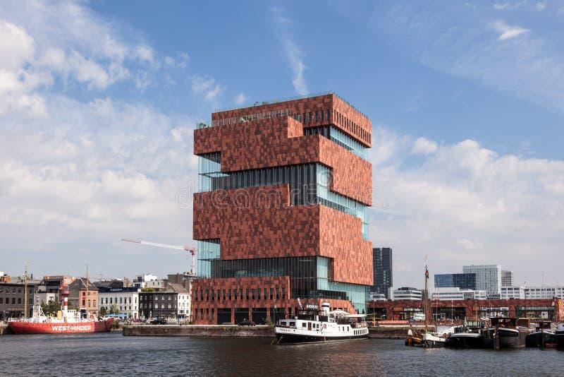 Muzeum przy rzeką w Antwerp, Belgia - MAS - zdjęcia royalty free