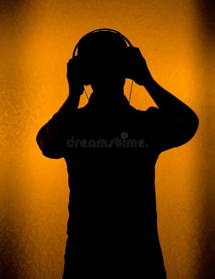Muziek - silhouet van DJ met hoofdtelefoon royalty-vrije stock afbeelding
