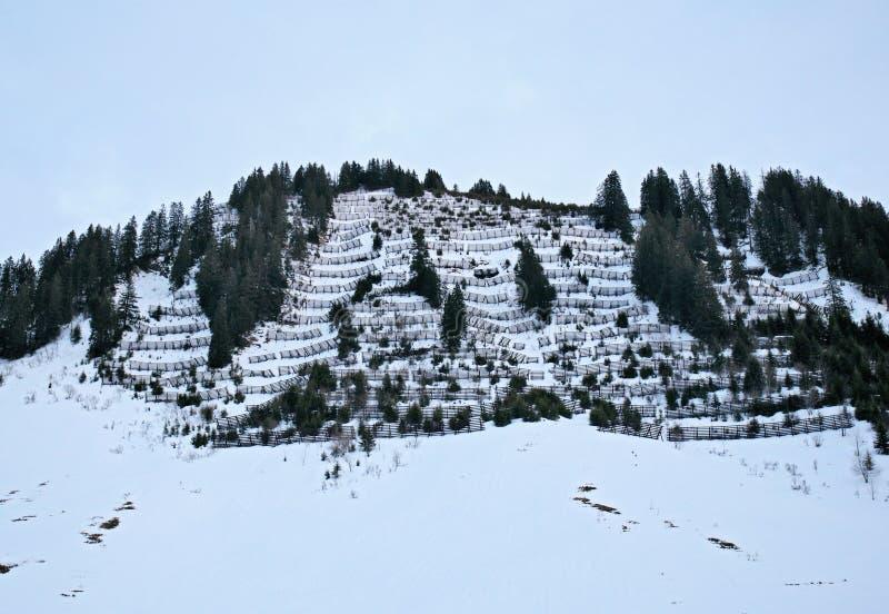 Muziekblad op berg met sneeuw royalty-vrije stock afbeeldingen