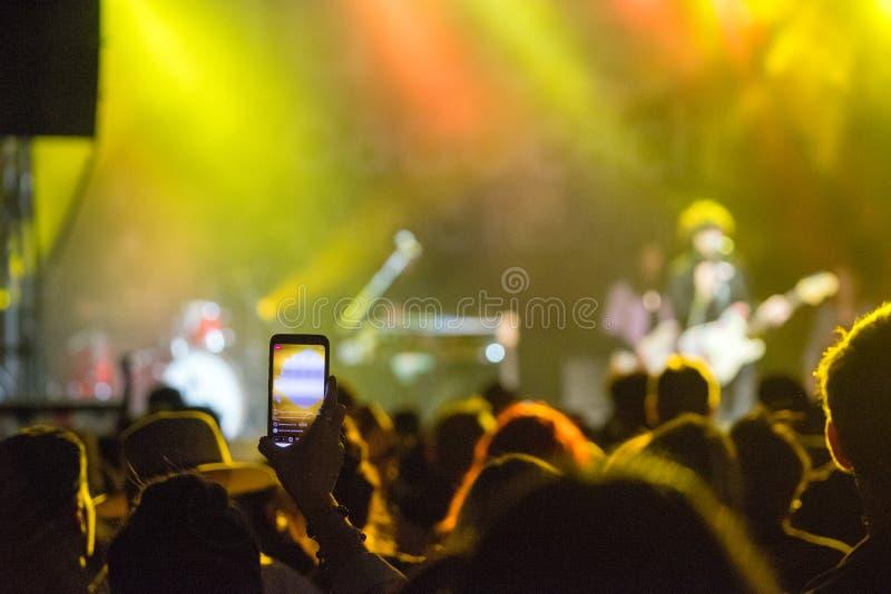 Muziekconcert Video-opname van mobiele telefoon royalty-vrije stock foto