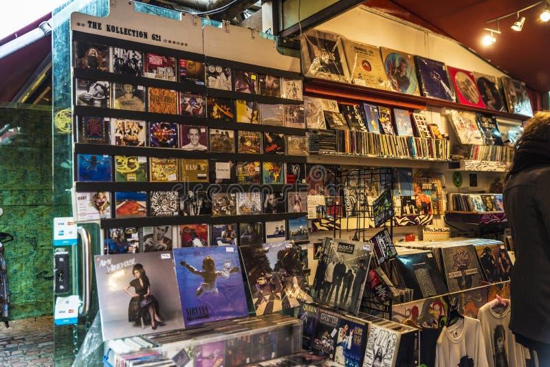 Muziekwinkel in Camden Market in Londen, Engeland, het Verenigd Koninkrijk royalty-vrije stock foto's