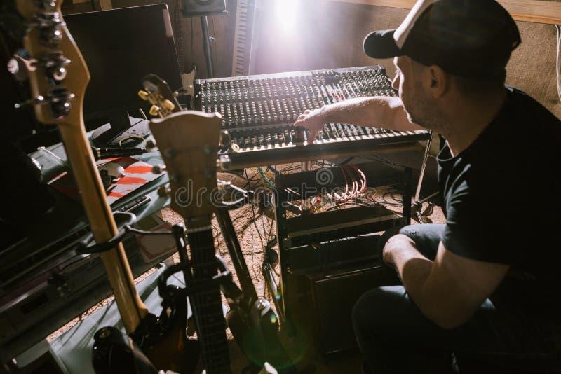 Muzikale garageband Correcte mixerachtergrond royalty-vrije stock fotografie
