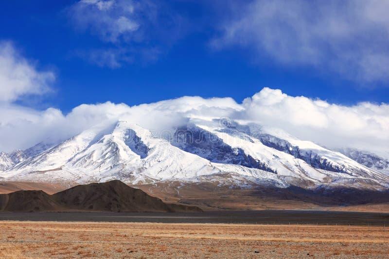 Muztagata góra na Pamirs w spadku fotografia stock