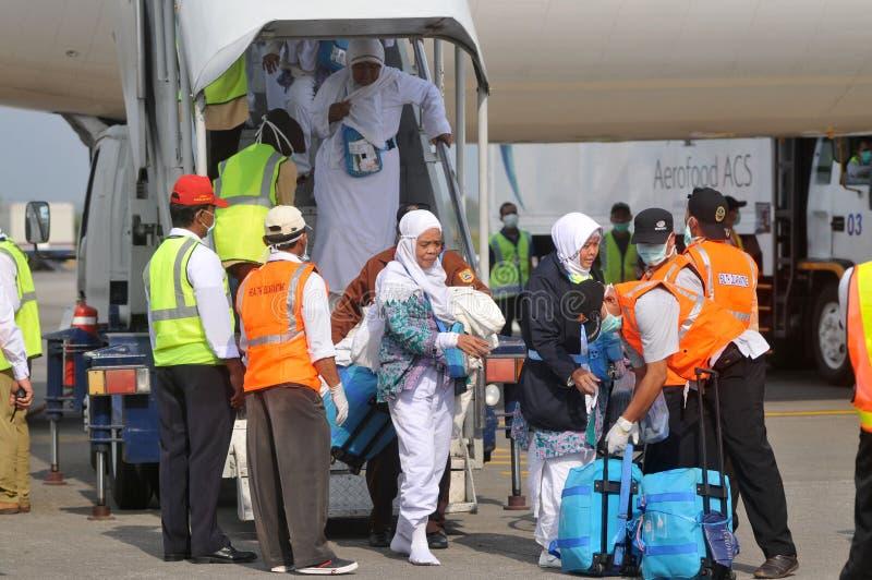 Muzułmańscy pielgrzymi przyjeżdżali w Indonezja po kończyli rocznego haj obraz stock