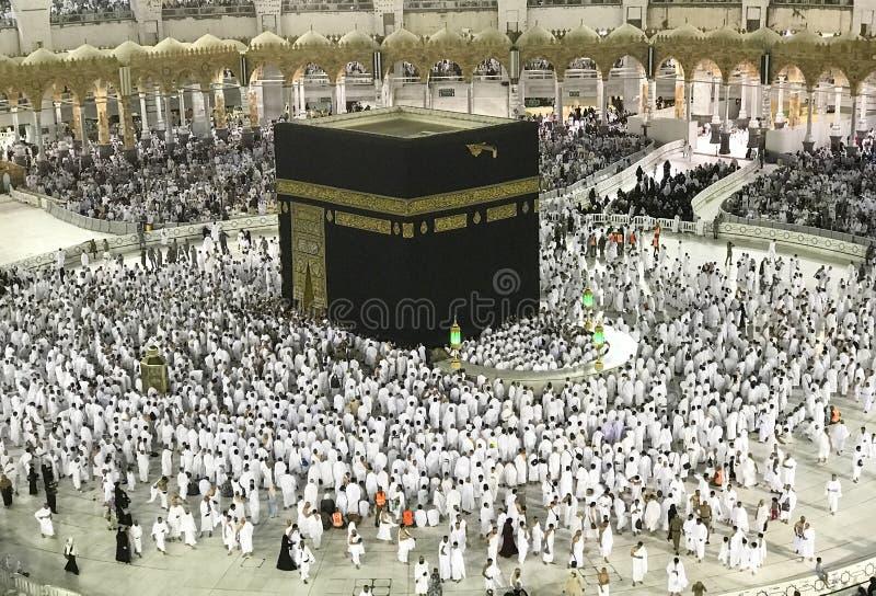 Muzułmańscy pielgrzymi w białym płótnie w Makkah, Arabia Saudyjska fotografia stock