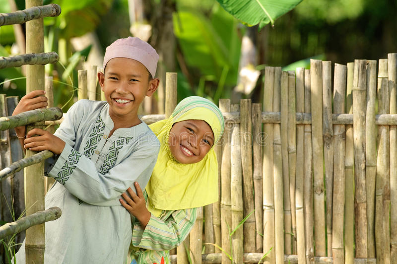 muzułmańscy szczęśliwi dzieciaki zdjęcie royalty free