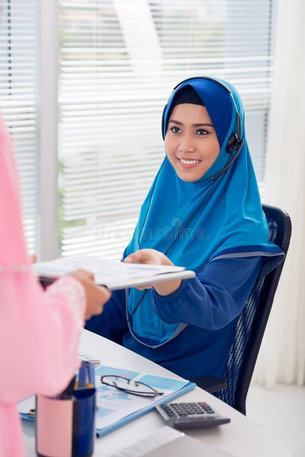 Muzułmańska Azjatycka sekretarka zdjęcie royalty free