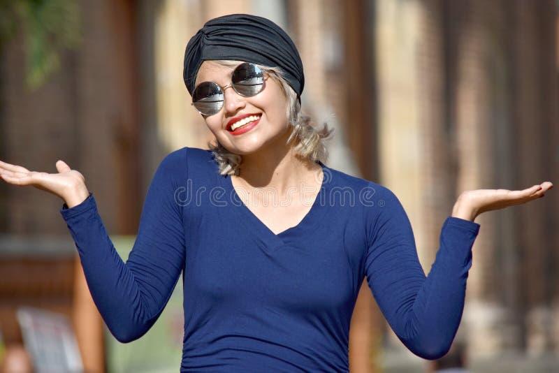 Muzułmańska kobieta I zamieszanie Jest ubranym turban zdjęcie stock