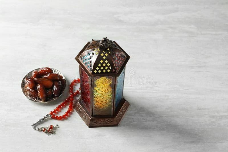 Muzułmańska lampa, daty i misbaha, obrazy royalty free