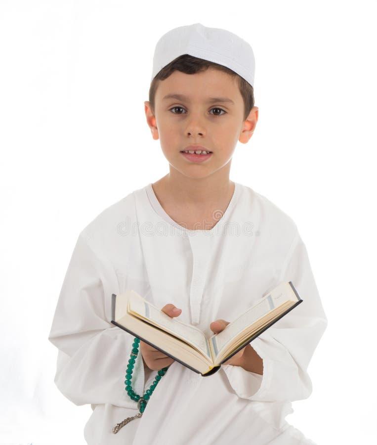 Muzułmańska Młoda chłopiec Z koranem obraz stock