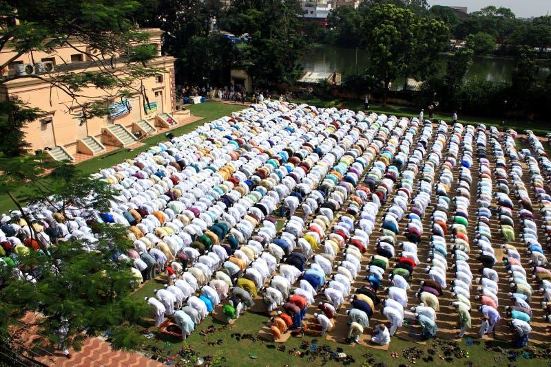 Muzułmańska modlitwa Grupa muzułmanin ono modli się obrazy stock