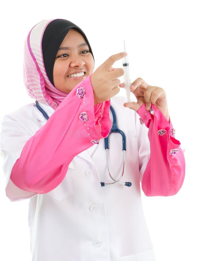 Muzułmański żeński lekarz medycyny obraz stock