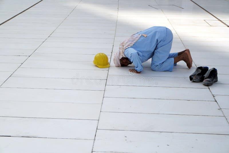 Muzułmański modlitewny samotny fotografia stock