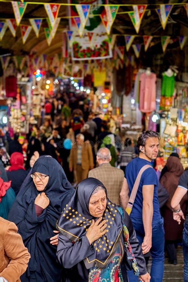 Muzułmańskie kobiety na Uroczystym bazarze, Teheran, Iran obrazy stock