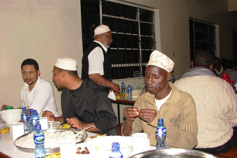 Muzułmanie łamają ich post w Afryka obrazy royalty free
