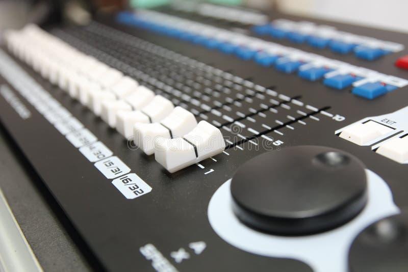 Muzyczna melanżeru wyrównywacza konsola dla melanżer kontrola dźwięka przyrządu obrazy stock