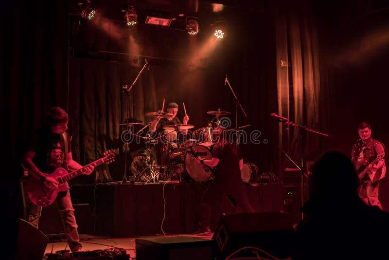 Muzyczny zespół przy koncertem zdjęcia stock