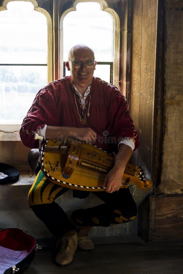 muzyk Średniowieczny pokaz Warkworth, Northumberland england UK fotografia royalty free