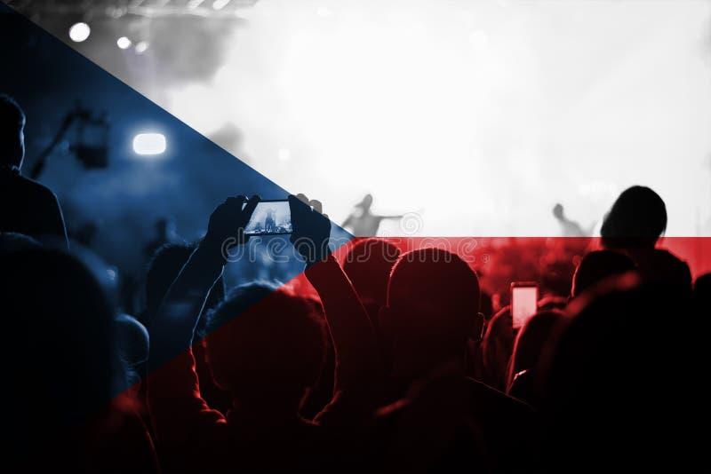 Muzyka na żywo koncert z kontaminaci republika czech flaga na fan zdjęcie royalty free