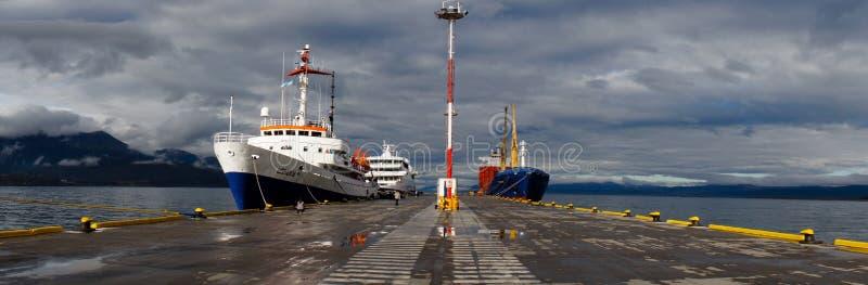 MV乌斯怀亚准备好的游轮横渡雄鸭段落到南极洲 库存图片