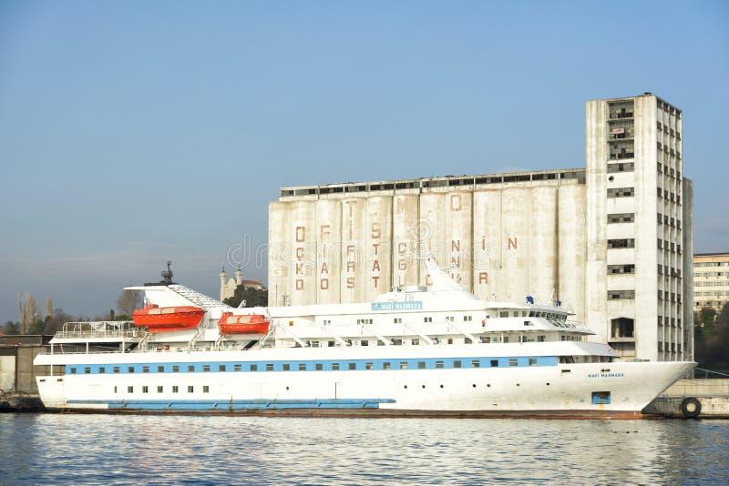 MV Mavi马尔马拉客船靠码头在Haydarpasa口岸,伊斯坦布尔,土耳其 免版税库存图片