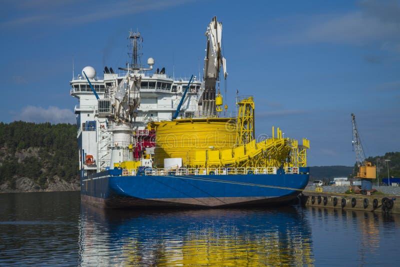 Mv północnego morza gigant cumujący dok przy portem halden, nor obraz royalty free