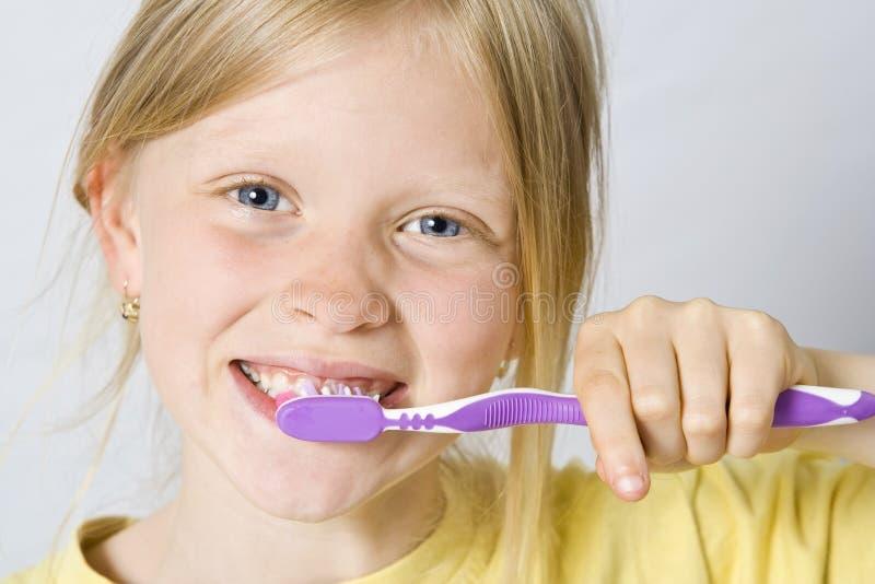 myć zęby dziecka obrazy royalty free